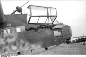 Italien, Lastensegler DFS 230 mit MG 34