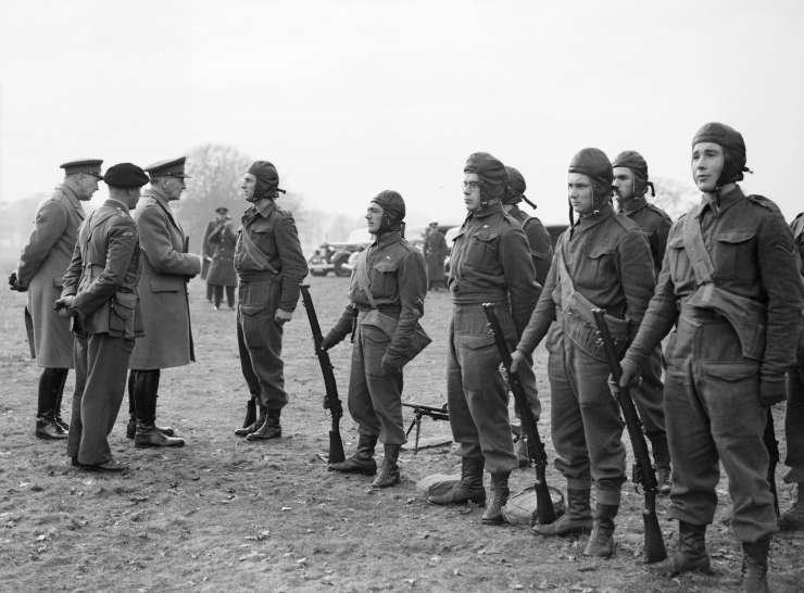 General_Sir_John_Dill,_Chief_of_the_Imperial_General_Staff_(CIGS),_inspecting_parachute_troops_at_the_Central_Landing_Establishment_at_R